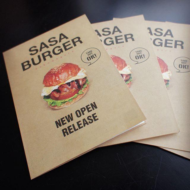 中目黒/SASA BURGER さん そろそろお花見で賑わう街、中目黒で人気の国産黒毛和牛100%パティのジューシーなグリルバーガーのお店。 看板・ロゴなどをデザインさせて頂きました。これはオープン時に作成したチラシメニュー。美味しそうなバーガーがいっぱいで全制覇したくなりますね。 #看板#ハンバーガー#sasa#sasaburger #nakameguro #中目黒##humberger #burger #menu#チラシ#cafe#bar#restaurant . . . .. #signage #signpost #海老名#代官山#デザイン#design#肉#ロゴ#tokyo#飲食店#gourmet #ファサード#印刷#hotdog