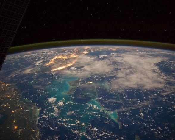 El Caribe desde el espacio: http://www.muyinteresante.es/ciencia/fotos/la-tierra-de-noche-vista-desde-el-espacio/el-caribe-desde-el-espacio