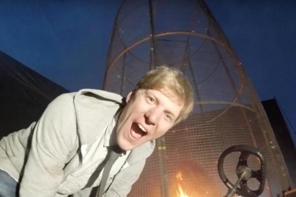Это надо видеть: британский изобретатель представил «огненное торнадо» для запуска салюта http://joinfo.ua/inworld/1198076_Eto-videt-britanskiy-izobretatel-predstavil.html  Эксцентричный изобретатель и видоблоггер из Великобритании Колин Фарз создал странное устройство под названием «Огненный смерч для фейерверка».Это надо видеть: британский изобретатель представил «огненное торнадо» для запуска салюта, узнайте подробнее...