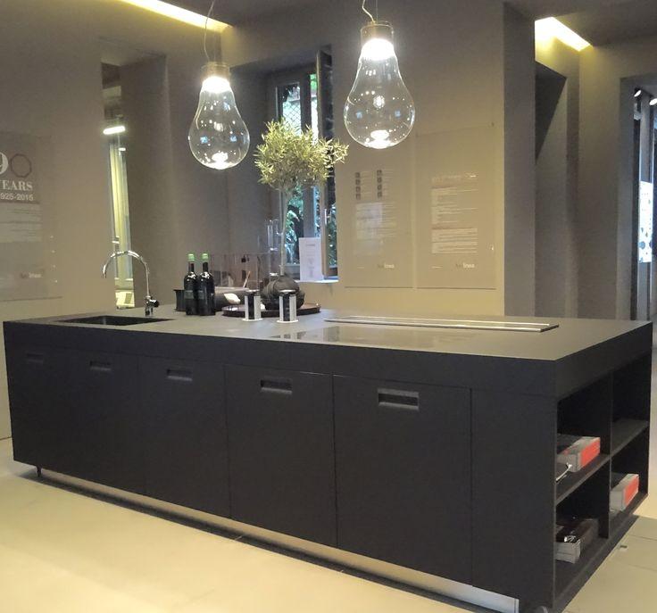 Arclinea Black Armor Italia #Arclinea #Blackkitchen #Designkitchens #Kitchendesign #Dutchkitchendesign #Allaboutkitchens