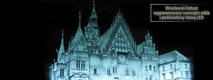 Wrocławski Ratusz wygrawerowany wewnątrz szkła.