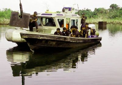 Trends and Politics  : Nigerian Navy arrests illegal oil bunkerers in S-S...