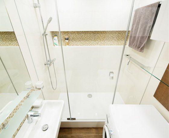 Koupelna prostorem neoplývá, proto byl také zvolený převážně velkoformátový