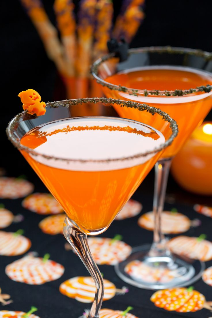 Pumpkin Pie Martini - SO easy to make and perfect for Halloween parties!  | P. Allen Smith