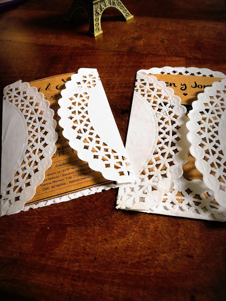 Invitación Papel Madera con sobre blonda 10x15  #Invitaciones #Casamiento #Bodas #Diseñografico #Papeleria #WeddingPlanner #Organizaciondeeventos #Wedding #Desing #Invitacionesdeboda #Blonda #Invitacionconblonda #novios #amor #love #invitation
