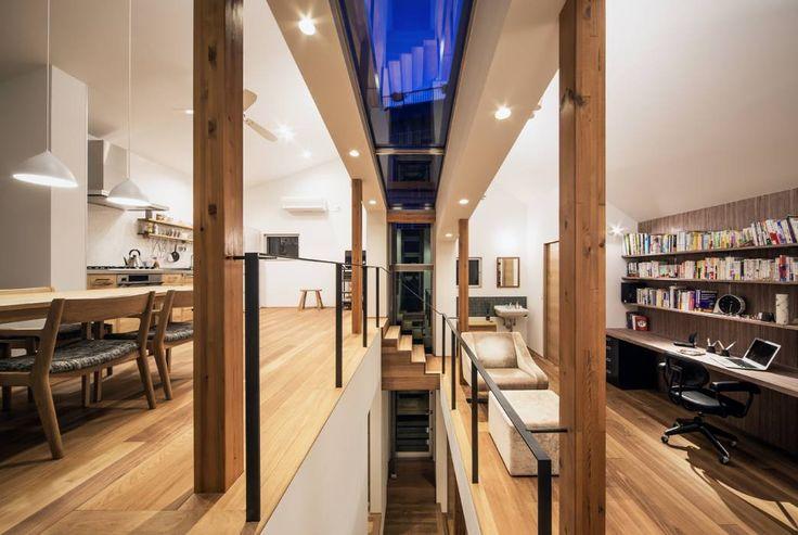 クレバスハウス クレバスの夕景: 株式会社seki.designが手掛けたモダンリビングです。