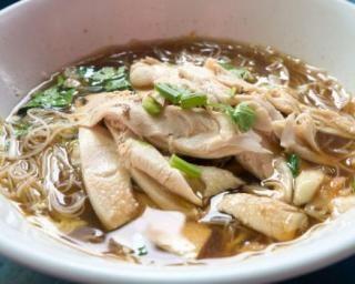 Soupe légère de nouilles au poulet et au céleri