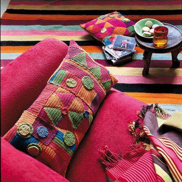 Housses de coussins crochetées de motifs simples triangle, carré, rond aux couleurs vives