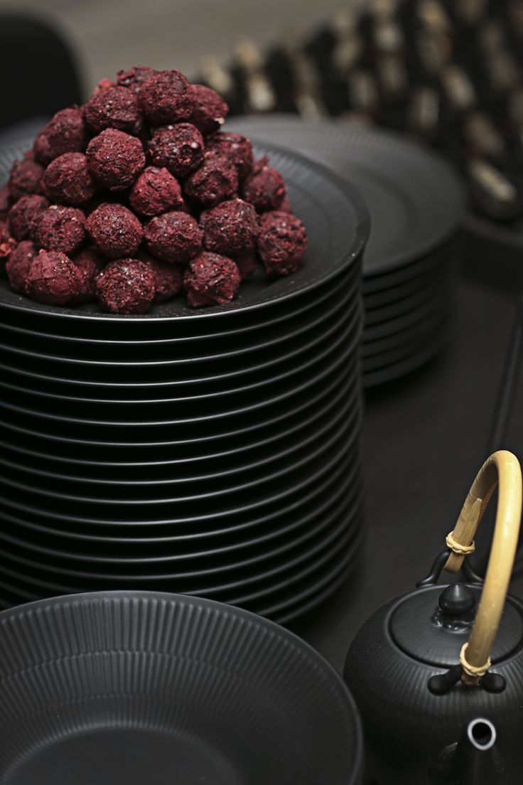 Black Fluted dinnerware is the perfect choice for a stylishly rustic Nordic kitchen.