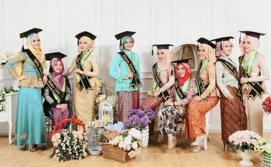 Moment graduate school is a proud thing and worth immortalized... Info: 0896-6717-7776 / 0813-9219-8008