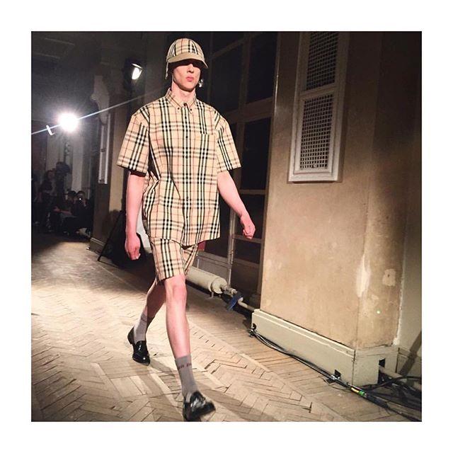 Питерский рейв: Гоша Рубчинский (@gosharubchinskiy ) представил коллекцию SS18 в коллаборации с Burberry (@burberry ) в Санкт-Петербурге.  #lofficielrussia #gosharubchinskiy  via L'OFFICIEL RUSSIA MAGAZINE INSTAGRAM - Fashion Campaigns  Haute Couture  Advertising  Editorial Photography  Magazine Cover Designs  Supermodels  Runway Models