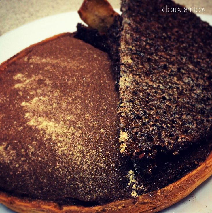 Chocolate tart with tonka