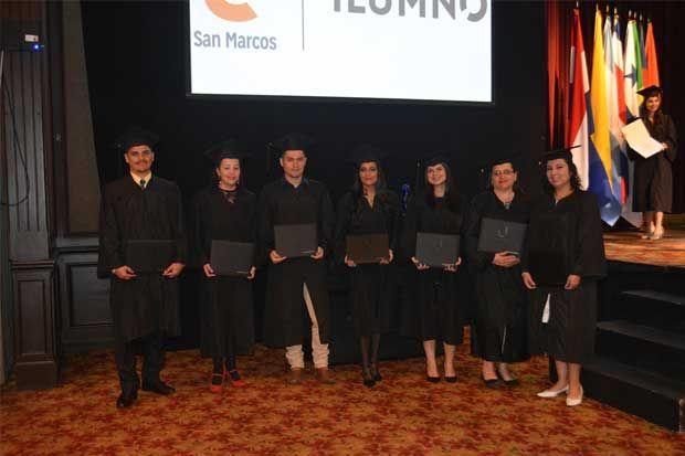 Costa Rica gradúa su primera generación de universitarios en carreras 100% virtuales https://www.larepublica.net/noticia/costa-rica-gradua-su-primera-generacion-de-universitarios-en-carreras-100-virtuales  Es cierto, la flexibilidad es lo que más se busca. (Benjamín Núñez Vega)  La Universidad San Marcos se convirtió en pionera en carreras virtuales al graduar su primera generación de estudiantes bajo esta modalidad académica.  carreras-100-virtuales