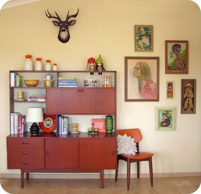 Mid-century decor. I could do without the faux deer head but at least it's not real!