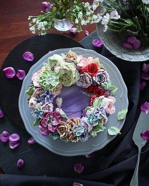"""좋아요 18개, 댓글 1개 - Instagram의 지니꽃케이크(@jinyflower.cake)님: """". . 보라색은 참 매력적인 색인듯하다. 수업끝내고 올만에 개인작업^^ . . #바이올렛 #리스케이크 #컬러조색 . .…"""""""