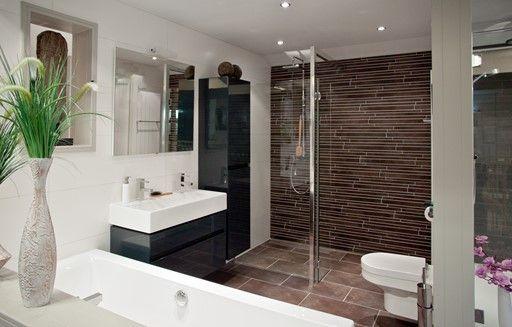 Tegels Badkamer Stroken : Badkamer stroken tegels wandbekleding