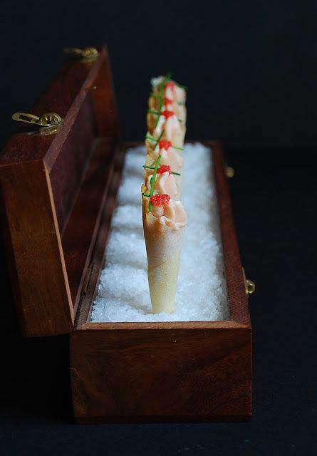 Salmon mousse cornets {Christmas recipe} - Cucuruchos de salmon {receta Navidad}