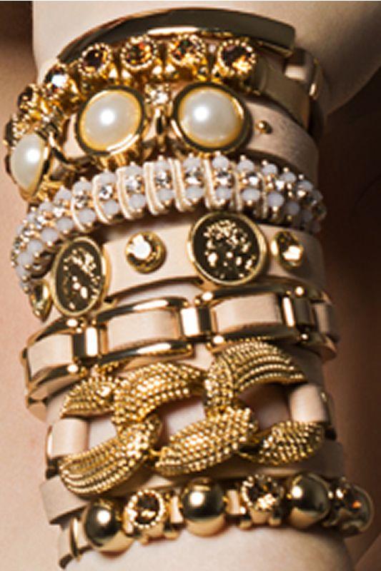 Braceletes lindos nos lançamentos da semana! Corre já pra Vitoria Sillos e garanta o seu! Compre aqui:http://www.elo7.com.br/vitoriasillos