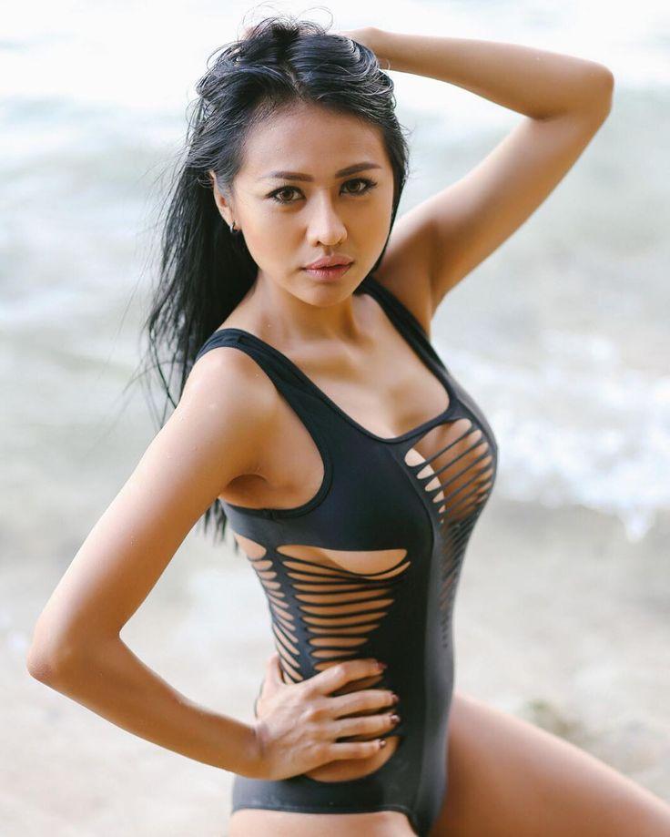 free to be me  photographer : @gunkarie  make up / wardrobe : @jellyjel0 @jellysexycaramel  Location : Bali, Indonesia  #bali #beach #beachbody #bikinibody #model #photoshoot #bikinimodel #sexyasian #sexygirl #sexyasian #caramel