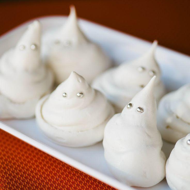 Spookschuimpjes voor Halloween :-) http://allrecipes.nl/recept/13968/schuimpjes-voor-halloween.aspx