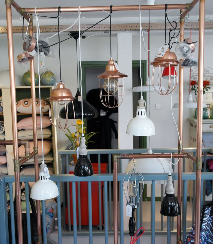Allemaal nieuwe hanglampen in verschillende soorten en maten, leukleuk! #venten #ceintuurbaan400 #lightandliving #aworldofinspiration #koper #zwart #wit #ceintuurbaanamsterdam #zomer