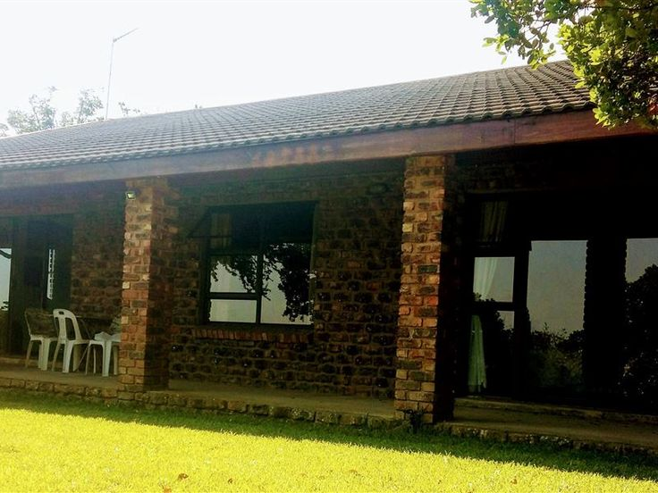 Yetobe Cottage - Welcome to Yetobe Cottage,The house is set on a hill and is very private.Charming 3 bedroomed cottage with a view of the Indian Ocean. The cottage is nestling amongst milkwood trees and indigenous Eastern ... #weekendgetaways #portelizabeth #sunshinecoast #southafrica