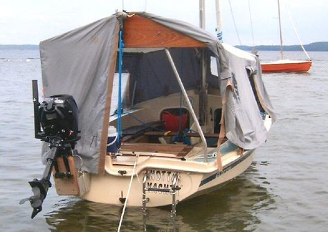 Nobody seems to have told Wayfarer (or CL16 in this case) sailors that they have small boats.
