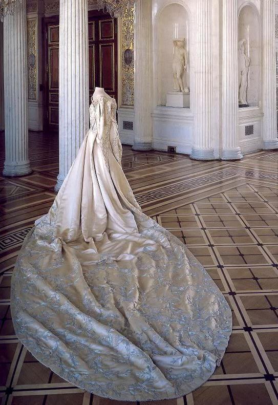 Mme Olga, One of the coronation dress of Alexandra Feodorovna, circa 1896, Hermitage Museum.
