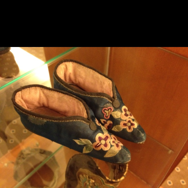 China S Three Inch Golden Lotus Shoes Foot Binding 纏足