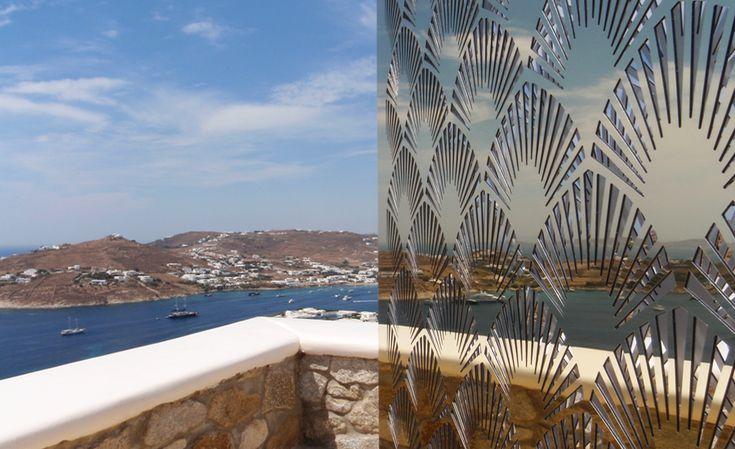 Διάτρητο μεταλλικό φωτιστικό - καθρέπτης, ειδικά κατασκευασμένο για εξωτερικό χώρο κατοικίας στη Μύκονο. Δείτε περισσότερα έργα μας στο  http://www.artease.gr/interior-design/emporikoi-xoroi/
