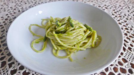 spaghetti di kamut con asparagi selvatici