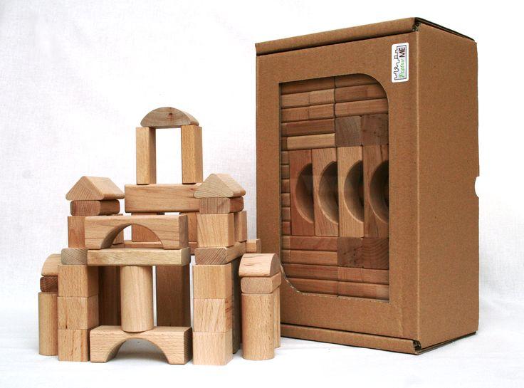 Dřevěné kostky z tvrdého bukového dřeva, stavebnice obsahuje 180 kostek nejrůznějších tvarů. Kostky jsou bez povrchové úpravy.