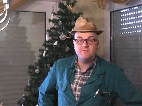 """Weihnachten in Kattenvenne - Comedy mit Bauer Heinrich Schulte-Brömmelkamp...  Weihnachten ist ´mal wieder """"rum"""", Bauer Heinrich Schulte-Brömmelkamp aus Kattenvenne am Ölberg zieht eine gemischte Bilanz des alljährlichen Geschenkewahns am Heiligabend. Comedy vom Bauernhof aus Westfalen: http://www.kattenvenne.org - http://www.kattenvenne.eu - http://www.fordfahrer.de"""
