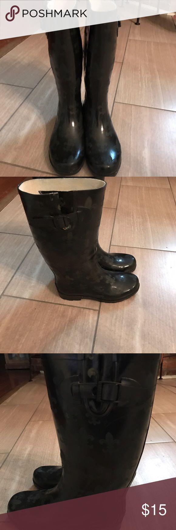 Rain Boots Black Fleur de Lis Rain Boots. Boots have been worn but in  very good condition. Shoes Winter & Rain Boots