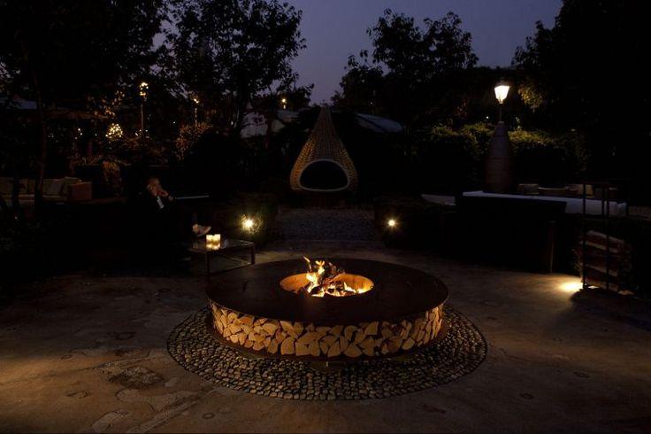 cheminée extérieure en bois pour jardin et brasero design rond