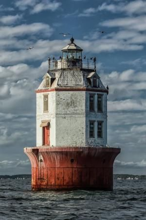Point No Point Lighthouse by shorena ratiani