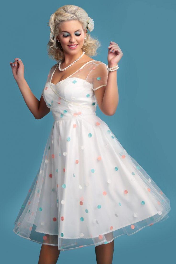 Deze 50s Nina Polka Dot Swing Dressis super dottig!  De perfecte jurk voor een zomerbruiloft of een andere speciale gelegenheid waar je elegant en lieflijk voor de dag wilt komen!De bovenste laag van deze swing beauty is gemaakt van doorschijnend ivoorkleurig tule bezaaid met lieflijke geborduurde polkadots maar de ingewerkte sateen onderjurk zorgt ervoor dat je niet te veel prijs geeft. Deze heeft een mooie sweetheart halslijn met doorzichtige siliconen bandjes zodat hij straple...