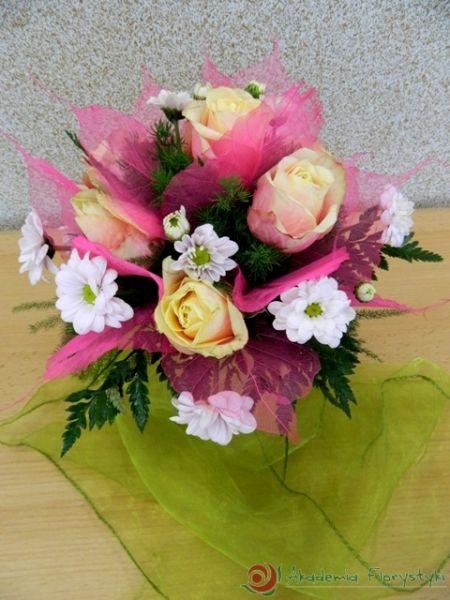 Biało-różowy bukiet ślubny dla Panny Młodej