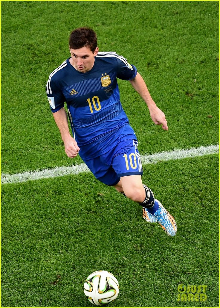 Messi playing soccer 2014