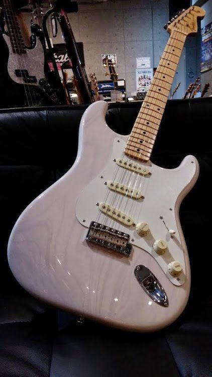 FENDER Custom Shop 2013 TB 1955 Stratocaster NOS WBL  http://www.chuya-online.com/products/82824/index.html