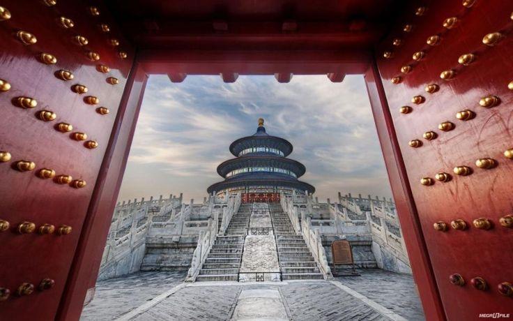 """День 1. Пекин, Китай Сегодня вы прибываете в Китай, чтобы в 8 вечера встретиться со своим сопровождающим и другими участниками путешествия и отправиться в один из лучших ресторанов """"для местных"""", где готовят утку по-пекински. До этого воспользуйтесь рекомендациями из роудбука, чтобы лучше познакомиться с городом."""