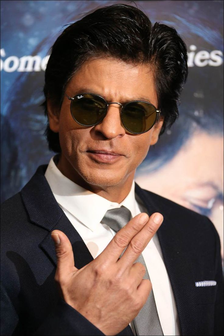 Shah Rukh Khan promoting #Dilwale in London. #Bollywood #Fashion #Style #Handsome