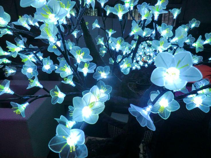 albero bonsai a led  altezza cm 70 diametro 30 cm circa tronco in resina  consumo 6w  dettaglio del fiore