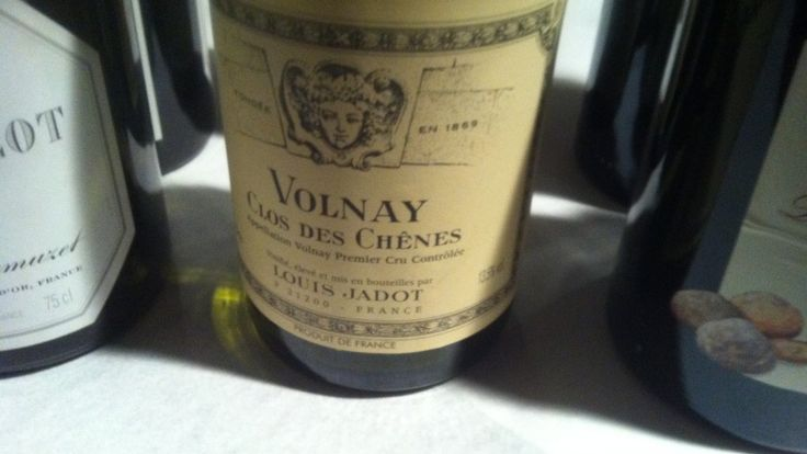 Pinot Nero Volnay Clos de Chenes Premier Cru 2006, cantina Louis Jadot, Borgogna http://winedharma.com/it/dharmag/marzo-2014/guida-ai-vini-francesi-oggi-assaggiamo-il-pinot-nero-volnay-clos-de-chenes-premie