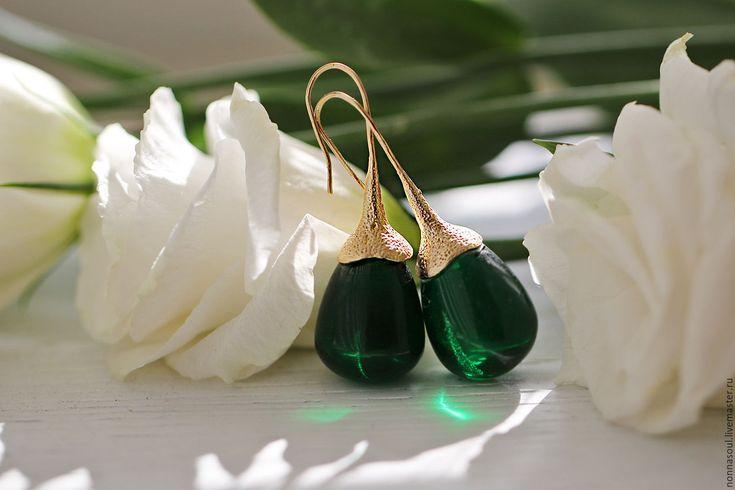 Купить Позолоченные серьги-капельки с зеленым горным хрусталем. - зеленый, зеленый камень, прозрачные серьги