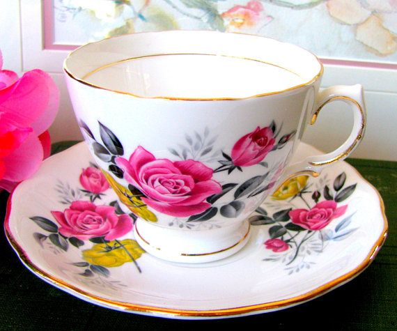 Royal Vale Fine Bone China England pink//yellow roses teacup /& saucer