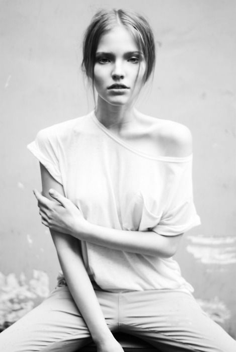 Straight Hair, Style, Fashion Models, Black And White, Black White, Sasha Luss, Fashion Looks, Fashion Photography, T Shirts