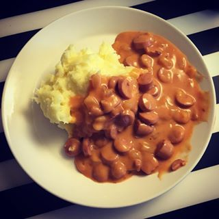 Hot dog sauce with mashed potatoes   23 Finnish Junk Foods The Rest Of The World Urgently Needs