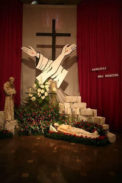 Zdjęcie numer 14 w galerii - Grób Pański w kościele oo. pijarów. Chrystus jako ofiara eutanazji