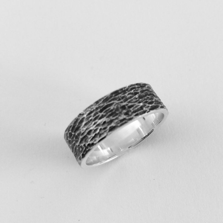 Men's wave textured ring band.